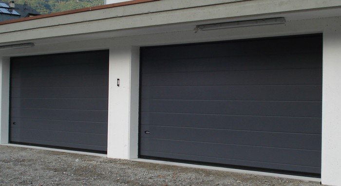 Portoni per garage sezionali grigio scuro 2 doghe liscio