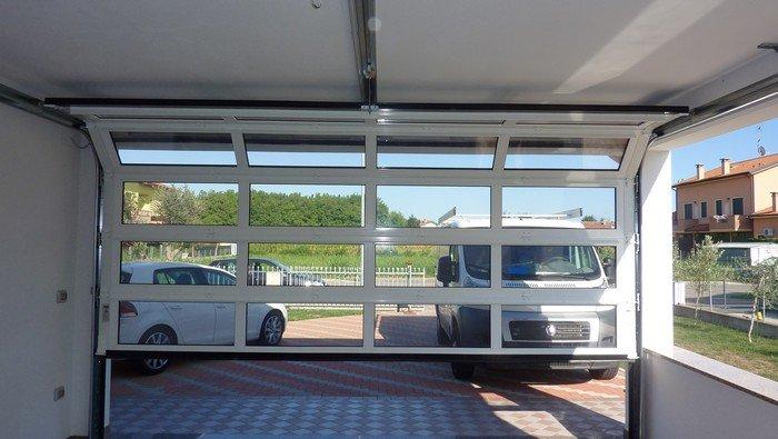 PORTONE GARAGE SEZIONALE FINESTRATO IN APERTURA