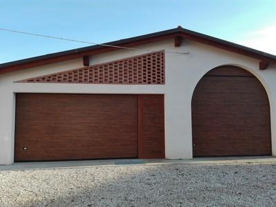 Offerta prezzo porta garage sezionale in similegno for Quanto costa costruire un garage 24x24