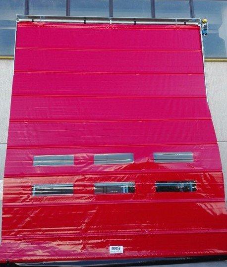 Porta Industriale ad impacchettamento rapido in fase di installazione